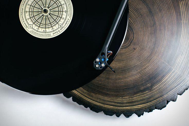 Das WOW der Woche geht diesmal an Audiowood x Uncrate, für den edlen Eschen-Turntable. Was für ein wunderschöner Plattenspieler. Leider hat der auch einen wunderschönen Preis. Aber so ist das halt mit feinen High-End-Gadgets. Wäre das was für dich? Ich persönlich bin ein wenig verliebt in das Ding. Mehr dazu (viele Fotos) gibt es im Atomlabor Blog.  #gadget #turntable #plattenspieler #vinyl #uncrate #audiowood