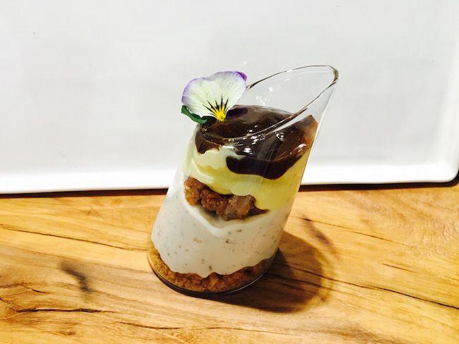 Crema al mascarpone, ricotta al cioccolato, croccante di nocciole e salsa mou-coffee   Food Loft - Il sito web ufficiale di Simone Rugiati