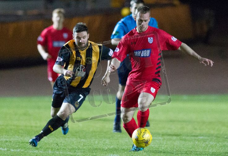 Queen's Park's Craig Mcleish on the ball during the SPFL League Two game between Berwick Rangers and Queen's Park. P