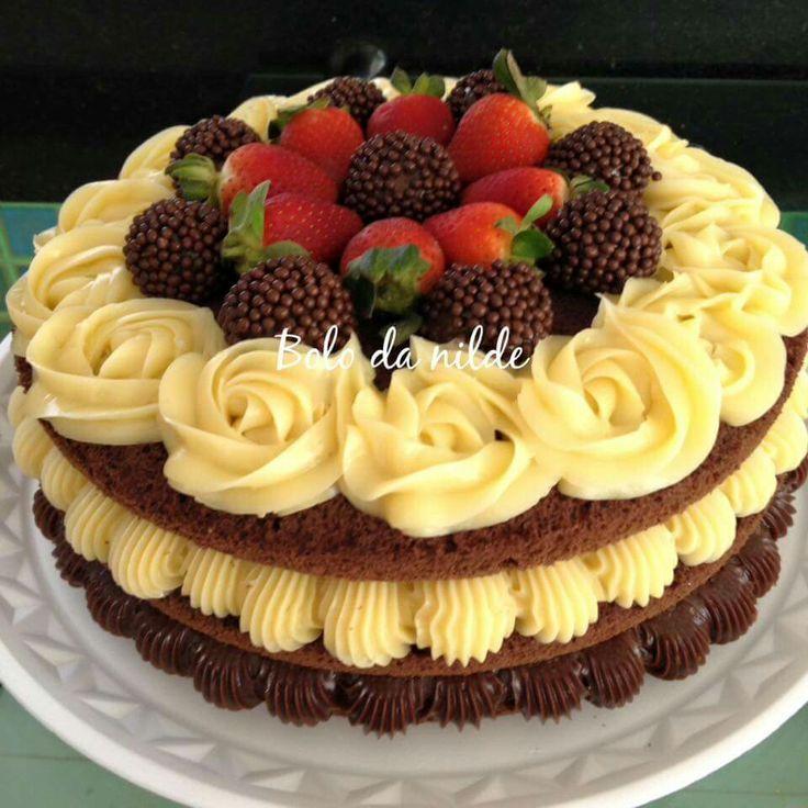 Torta de Chocolate rellena de Crema Pastelera y Decorada con Trufas de Chocolate y Fresas.. by Antoni azocar