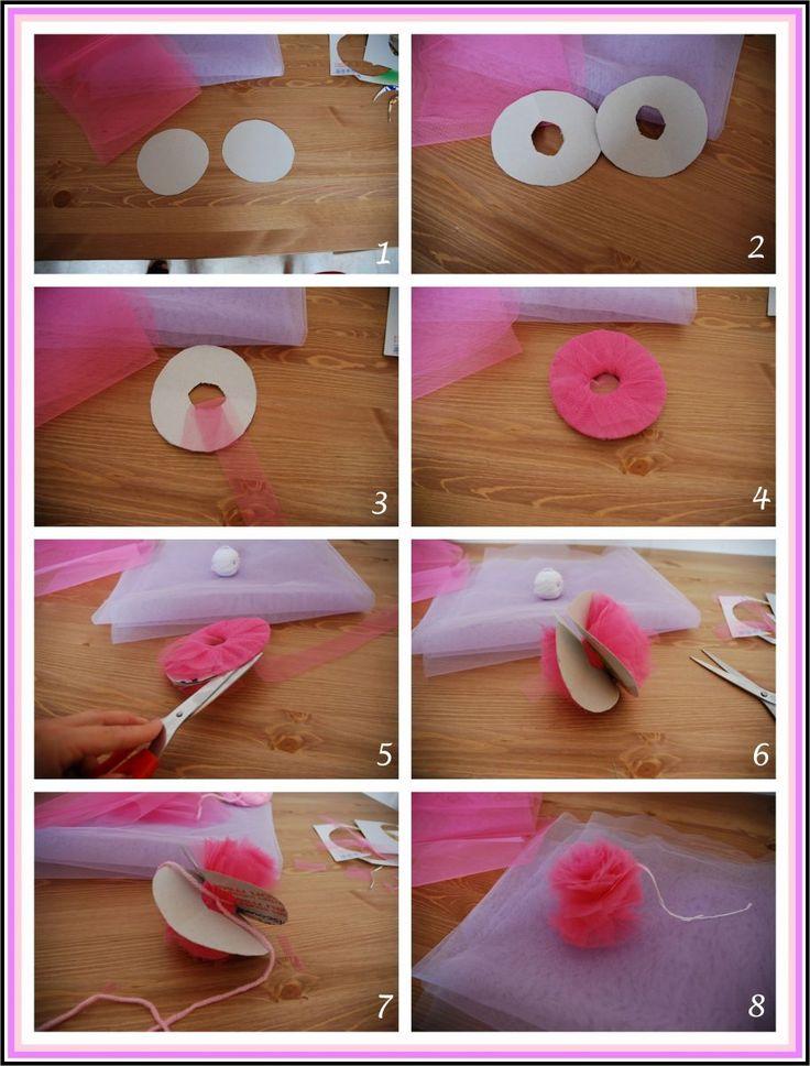 DIY. Guirnalda de pompones de tul -TodoBoda.com - -  flores de tull para las botellitas de agua!!!