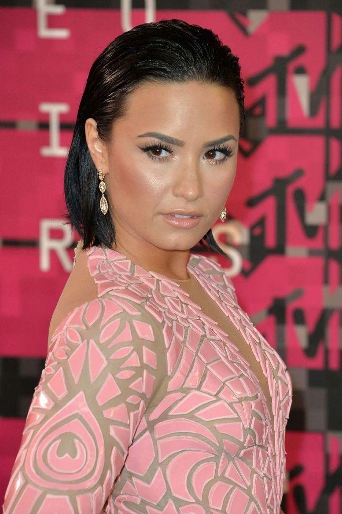 Demi Lovato – 2015 MTV Video Music Awards in LA : Global Celebrtities (F) FunFunky.com