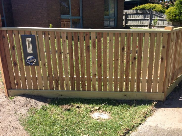 Front picket fence, vertcal picket fencing, exposed posts, capping, front feature fence