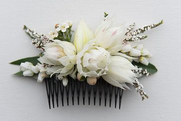 Bride' s fresh flower hair comb with white Serruria Blushing Bride