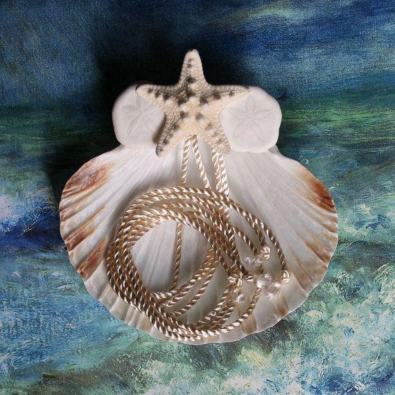 Seashell Ring Pillow  Knobby Star  Seashell van ShellScapes op Etsy, $27.00
