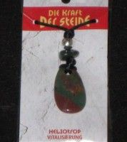 Kraftsteinanhänger Heliotrop steht für *Vitalisierung*, er symbolisiert auch Abgrenzung & Kontrolle. Dieser Kraftstein ist ein beruhigender Begleiter bei Gereiztheit und Ungeduld.