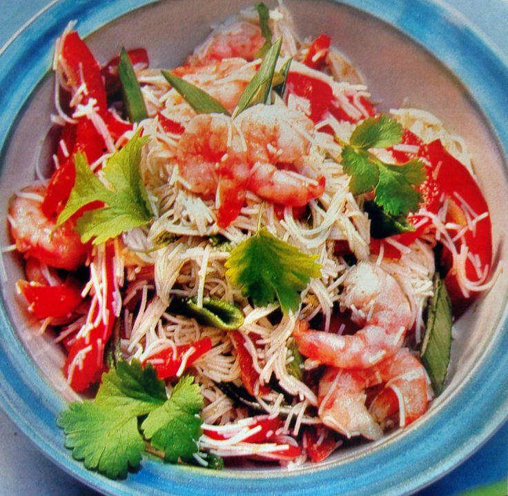 Китайская кухня, салат из сладкого перца, сельдерея и огурца