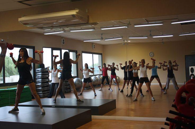 También voy a estudiar para gimnasia aerobica ,que es algo que me gusta y ya hace 2 años que hago esta actividad.