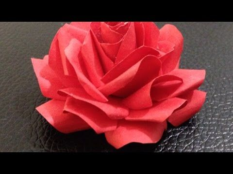 Come Fare una Rosa con i Tovaglioli di Carta / How to Make a Rose with Paper towels - YouTube