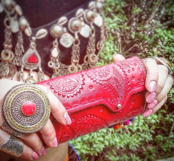 Handcrafted paisley patterned leather zill case.  #трайбл #tribal #атс #ats #bellydance #saroyan #saroyan_afghani #сароян #zills #сагаты #leatherwork #handmade #кожа #vegtannedleather #vegtan  #тиснение #leathercarving #ручная_работа #сагатница #zill_case #cymbal_pouch #paisley #mandala #odessa #madeinua