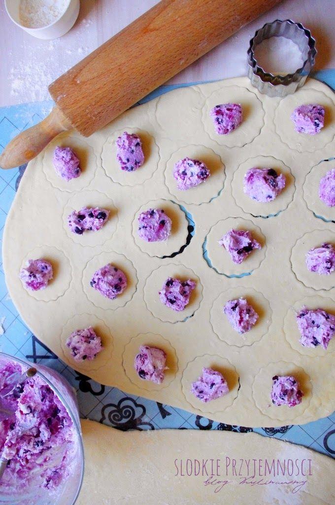 Pierogi z serem i jagodami z bloga Słodkie Przyjemności