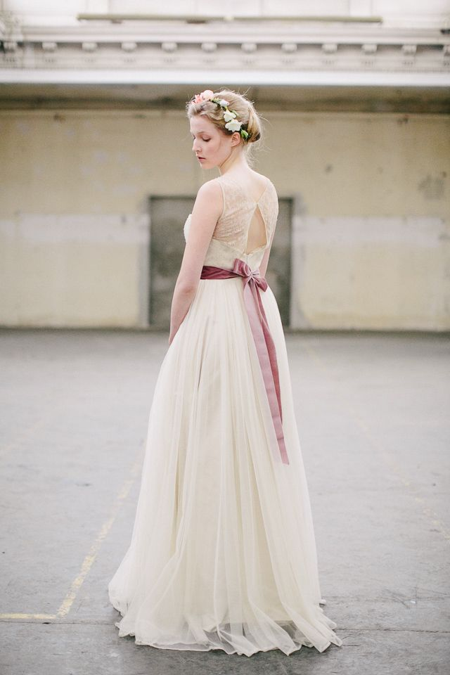 Elfenkleid wedding dress with pink sash / Carmen and Ingo Photography