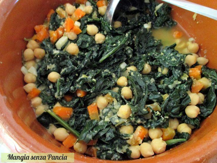 La zuppa di cavolo nero e ceci è facilissima da preparare e molto saporita. Un piatto vegano molto nutriente e riempitivo!
