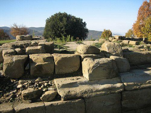 Urvinum Hortense: een belangrijke stad in de Romeinse tijd waarvan de opgravingen nog te bekijken zijn nabij het kleine middeleeuwse Cannara in Umbrie, Italie | www.regioneumbrie.com