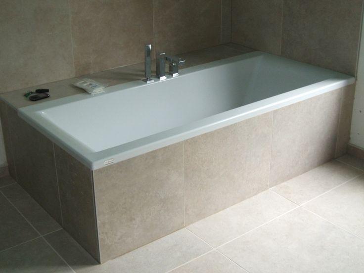 Bad afgewerkt met tegels badkraan op rand bad bad ideal standaard washpoint bad - Tegels van cement saint maclou ...