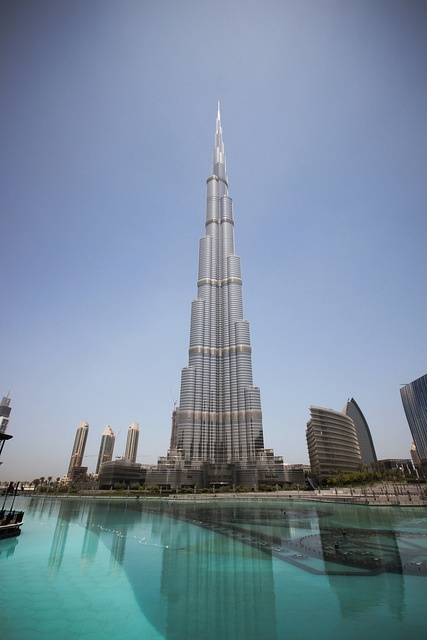 wow...hard to believe how tall this building really is! Burj Dubai, photo by iampegrino