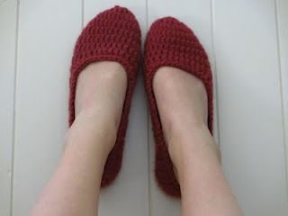 Women's Slippers, theses are AWESOME! Easy to crochet and work up fast.