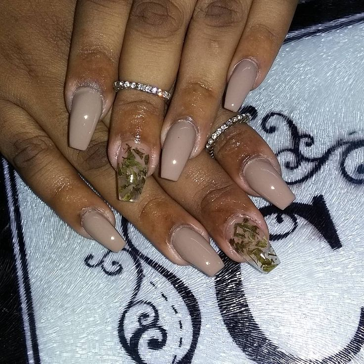 The 25 best weed nails ideas on pinterest long nails matt weed nail art using actual marijuana popsugar beauty prinsesfo Image collections
