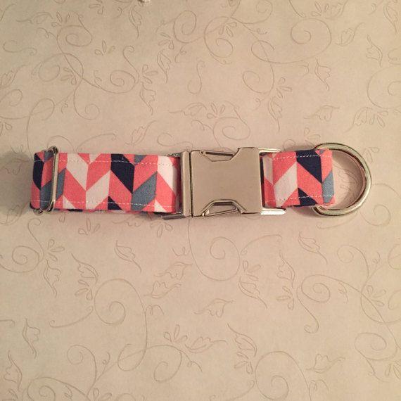 Collier de chien géométrique rose chevrons chien par ShopFetchPet