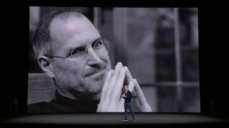 I nuovi e tanto attesi iPhone sono stati presentati e le novità non sono mancate durante questo evento, ma tutto è iniziato dall'omaggio reso a Steve Jobs e al nuovo teatro di Apple Park, realizzato in suo onore. Apple ha dato l'avvio all'evento diffondendo una registrazione...