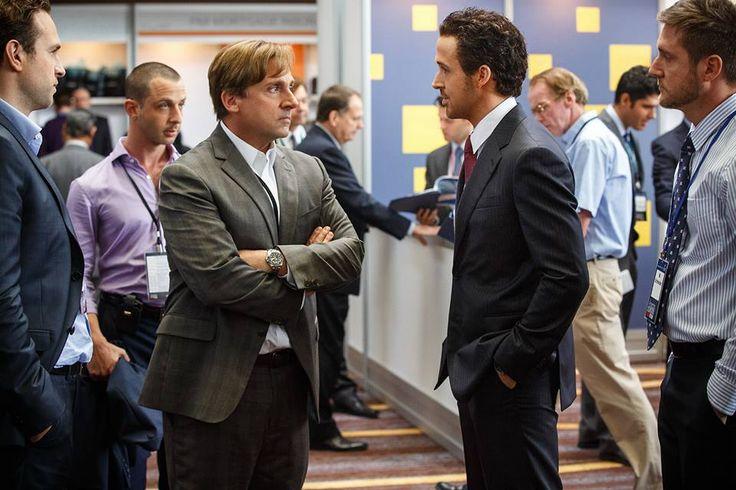 Mark Baum (Steve Carell) e Jared Vennett (Ryan Gosling) a confronto a Las Vegas. Il muro di menzogne ai danni degli americani sta per crollare