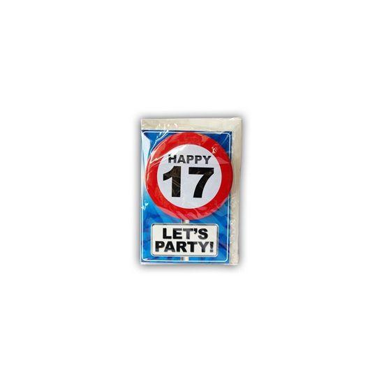 Happy Birthday kaart met button 17 jaar. Leuke verjaardagskaart voor een 17e verjaardag. Met stopbord button die de jarige zelf kan dragen.