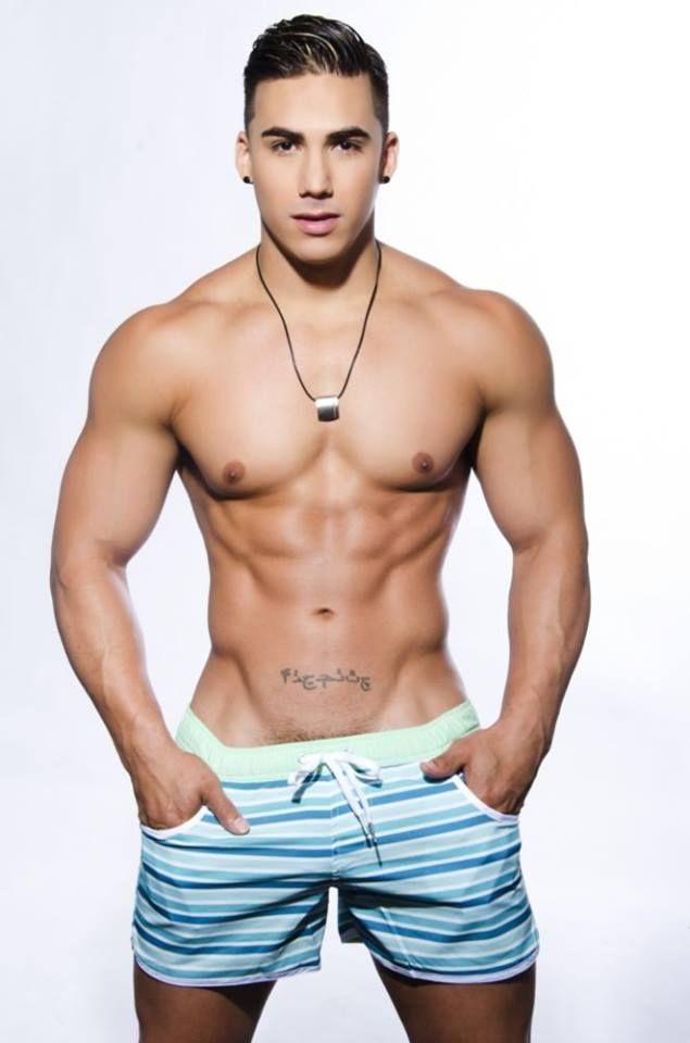 Hombre desnudo masculino desnudo stud semental