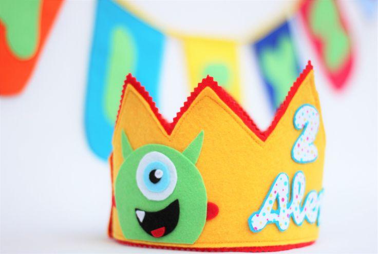 Quiero compartir lo último que he añadido a mi tienda de #etsy: Corona de cumpleaños monstruos y banderolas personalizada, cumpleaños infantil monstruos, regalo cumpleaños niños, fiesta temática monstruos