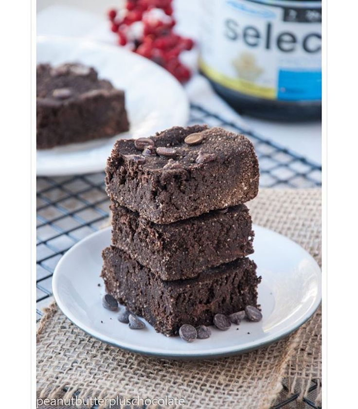 •Healthy Chocolate Brownies• Calories per serving: 108  | Macros: 4g F, 13g C, 8g P | INGREDIENTS: 1/2 c coconut flour, 1/2 c oat flour, 1/2 c pumpkin puree, 32g Gourmet Vanilla PEScience Select Protein powder, 3 tbsp. unsweetened special dark cocoa powder, 3 whole eggs, 2 tbsp. all natural sugar-free maple syrup (I used Joseph's), 1 tsp. baking powder, 1 tsp. vanilla extract, 3 tbsp. sugar-free chocolate chips | CLICK PHOTO FOR FULL RECIPE