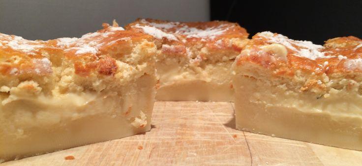 Magic cake Magic cake is een cake dat je maakt van één beslag. Door de melk zakt een deel naar de bodem, waardoor er een soort pudding ontstaat. Aan de bovenkant krijg je een krokante laag. Het beslag is super makkelijk en kan iedereen. Het bakken is juist weer een uitdaging. Succes!