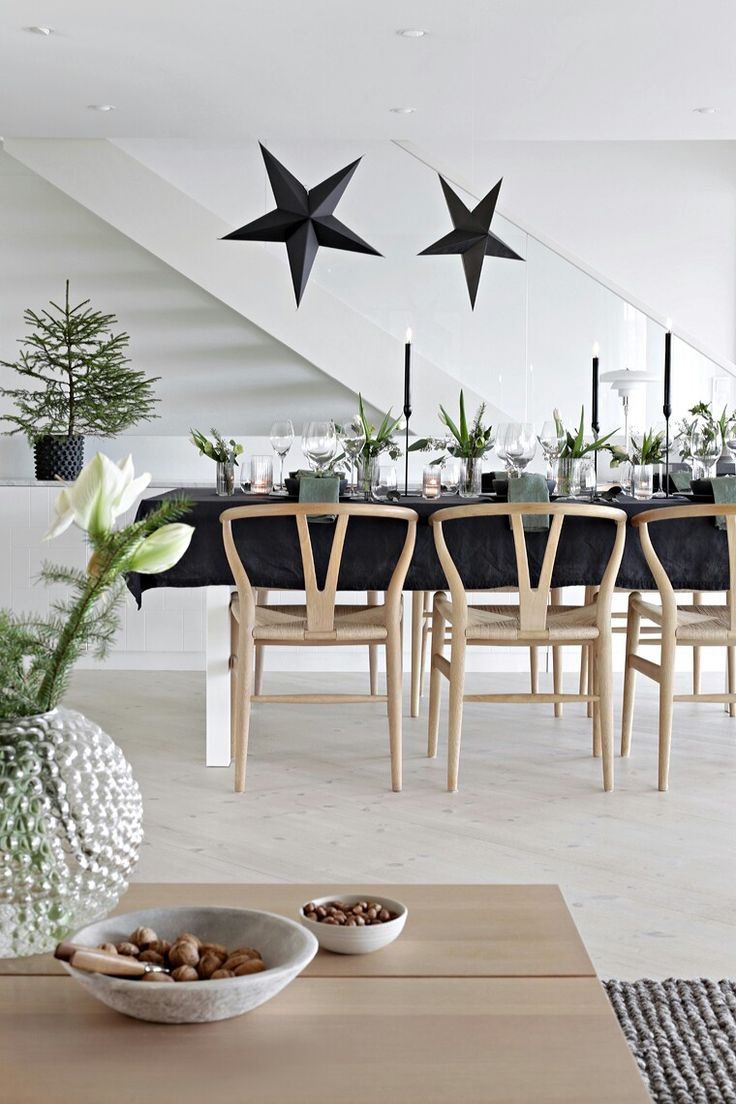 153 best Christmas table images on Pinterest   Tray tables ...