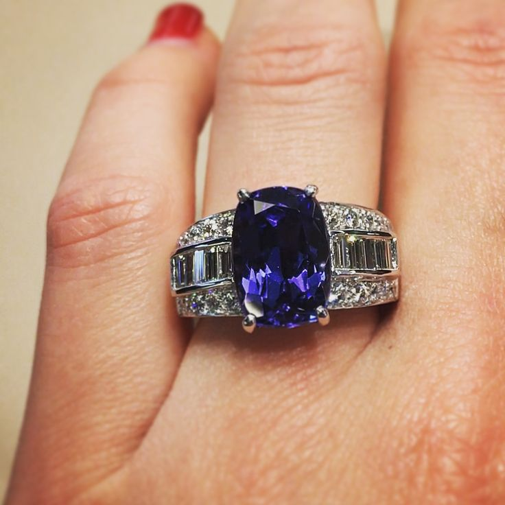 As its name suggests, the tanzanite, from Tanzania, is an incredible stone, with purple reflections that make all its charm, often mistaken as a sapphire for its blue color.  #waskoll #paris #tanzanite #tanzania #sapphire #diamond #ring #whitegold #charm #beautiful