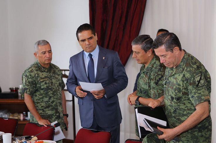 En el marco de la reunión semanal del Grupo de Coordinación Michoacán, el gobernador Silvano Aureoles pide a autoridades estatales y federales unir esfuerzos para dar mayores garantías al gremio ...