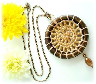 """......."""""""" Cassia's Blog """""""": Colar argola madeira com croche"""