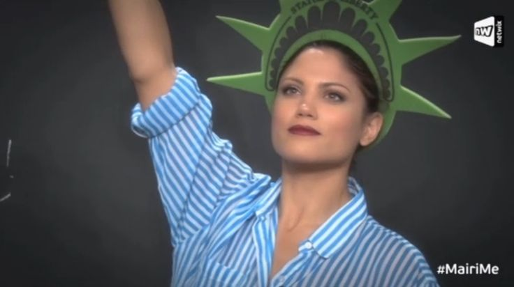 αχχ η μαιρη παριστανει το αγαλμα της ελευθεριας *.*