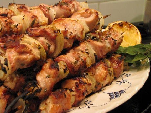 Σουβλάκια κοτόπουλου με πάπρικα, κάρυ και μέλι