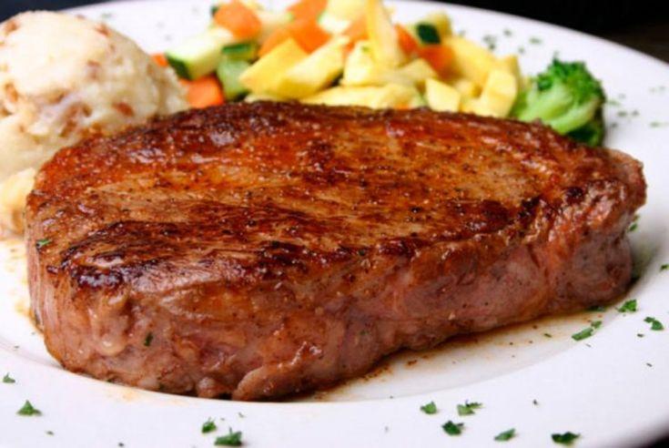 Всем известно о том, что говядина очень полезный продукт, который должен быть в рационе каждого человека. Для размягчения ее мы будем использовать кефир. Благодаря ему стейк получится очень нежным. От него просто невозможно оторваться. Сохраняйте рецептик и разбавляйте свое меню такой вкуснятиной.