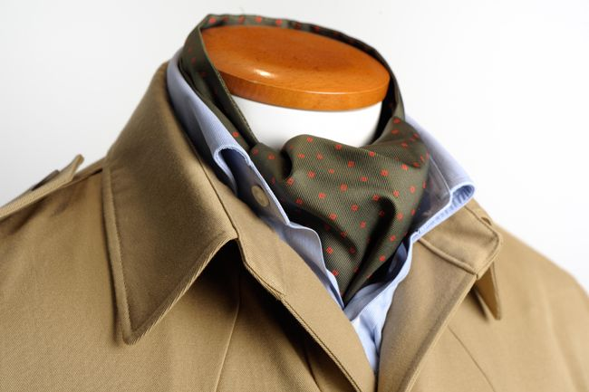 """Undersized shirt-style collar""."