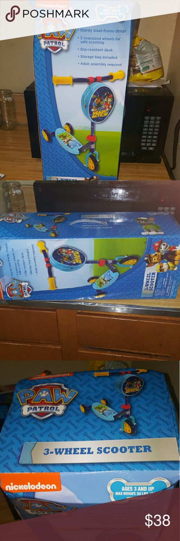 Nickelodeon paw patrol 3 wheel scooter Brand new never open nickelodeon 3 wheel scooter for kids !! Comes with small pouch to put snacks on the go ! Nickelodeon Other