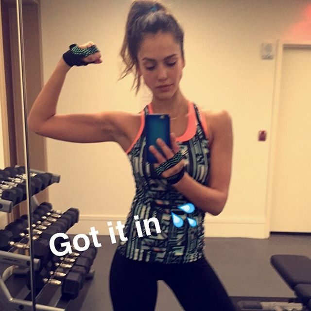 "Pin for Later: Jessica Alba's Strong and Healthy Instagrams Will Inspire You to Adopt an ""I Can Do It"" Attitude"