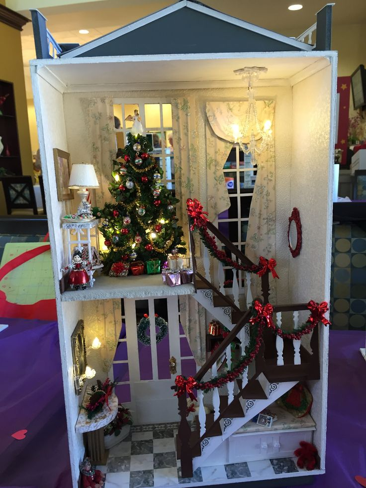 """Margaret's """"A Hallway for All Seasons"""" designed by Ron Mummert decorated for Christmas- interior"""