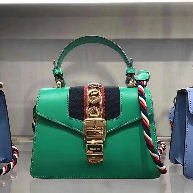 【bestandfashion】さんのInstagramをピンしています。 《LINE ID:  aimee.319 DMよりラインの方が早いです。 2つ以上の購入は追加割引可能。 基本付き品:1。財布 : 専用箱、専用袋、Gカード、該当ブランドのショッパー 2。バッグ : 専用袋、Gカード、該当ブランドのショッパー #chanel#シャネル#パロディ#ルブタン#dior#ルイヴィトン#夏#雨#ラブ#グッチ#サンダル#靴#スニーカー#コピー品#バーキン#エルメス#サンローラン#セリーヌ#ラゲージ#クロムハーツ#バレンシアガ#東京#j12#大阪#カルティエ#ロレックス#時計#旅行#海#amd gucci 27*18*13cm》