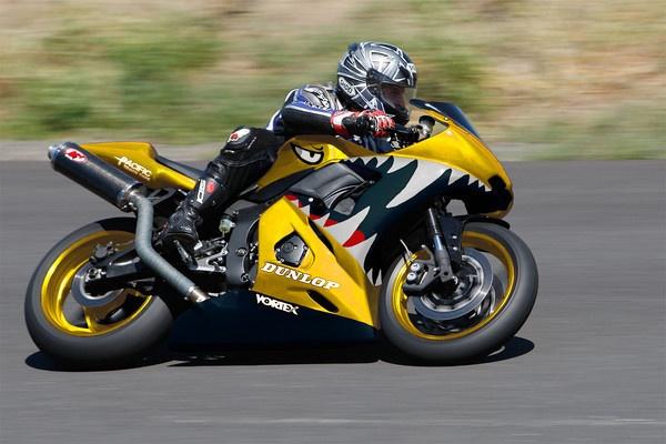 2005 Yamaha YZF-R6 track/race bike