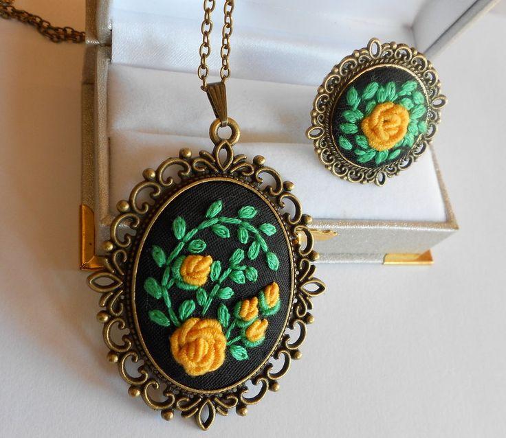 Yellow Roses Jewelry Set