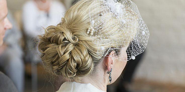 Brautfrisur, Haarschmuck, Haarnetz, Brautfrisur mit Fascinator