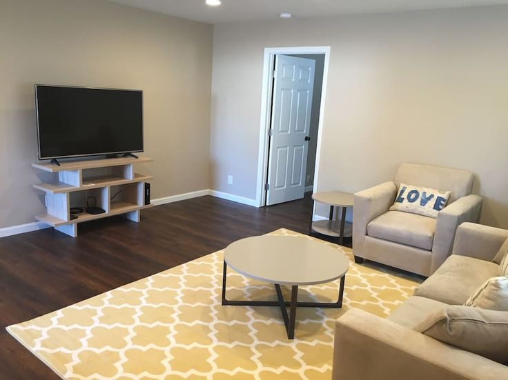 House in Mountain View, United States. My place is walking distance to G**gle Quad.  Close to Hetch-Hetchy Trail, biking distance to Mountain View Downtown and Caltrain Station.  There are plenty of shops and restaurants.   The tastefully decorated 3 bedrooms 2 bath has high speed inte...