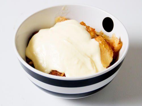 Varm mandel- och  äppelkaka | Recept från Köket.se