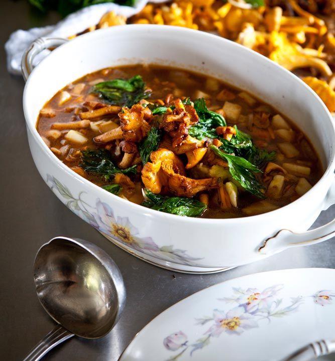Rotselleri och svampar i soppa