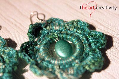 Orecchini verdi a fiori con perla verde. #orecchini #uncinetto #perla #flower #handmade #fattoconilcuore