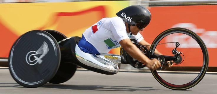 Alex Zanardi conquistou o ourona corrida contrarrelógio da classe H5, do ciclismo de estrada, na Paralimpíada do Rio Foto: REUTERS/Jason Cairnduff http://oglobo.globo.com/esportes/alex-zanardi-conquista-ouro-no-ciclismo-de-estrada-na-paralimpiada-20108553?utm_source=newsletter&utm_medium=email&utm_content=esportes&utm_campaign=newsdiaria#